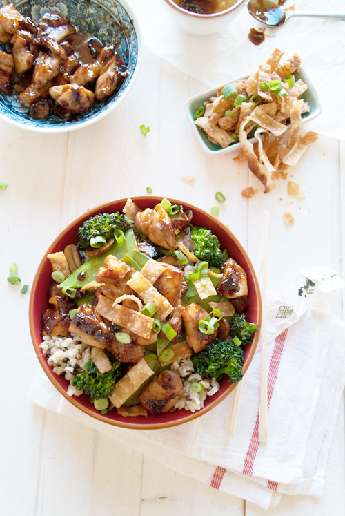 Chinese chicken & rice bowl; quick, easy and full of flavor!   in my Red Kitchen #chiciken #chinesechicken #chicken #hoisin #recipe #rice #stirfry #foodtruck #FoodTruckTuesday